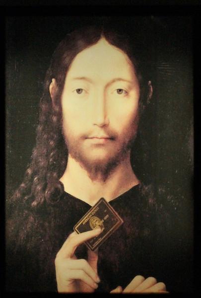 Virginie Mossé: Urbi et orbi (Christus mit Amex), 2011-14 (Version III, 2014 Leuchtkasten: Neons, MDF, Digitaldruck auf Folio und Acrylglas,58,5 × 83,5 × 10,5 cm, Abbildung: Virginie Mossé