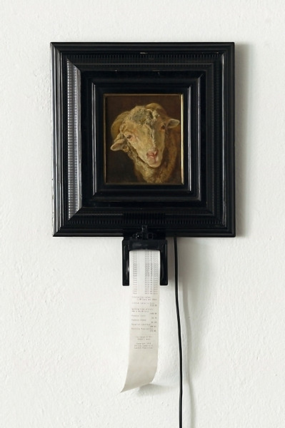 Christa Sommerer und Laurent Mignonneau: The Value of Art – Sheep's Head, Interaktive Installation, 2010 - Foto: Jakob Zoche