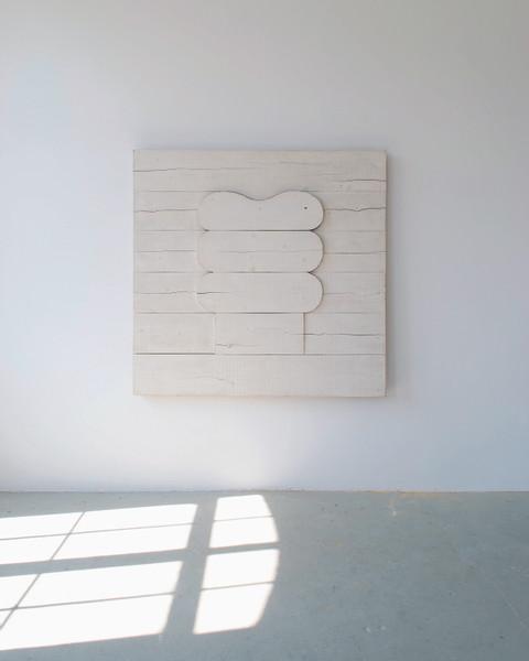 Alfonso Hüppi, R37,1967:68,Holz, Kaseinfarbe,140x150x8,5 cm