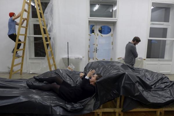 """Installing Graulicht """"Cementipede"""", 2014"""
