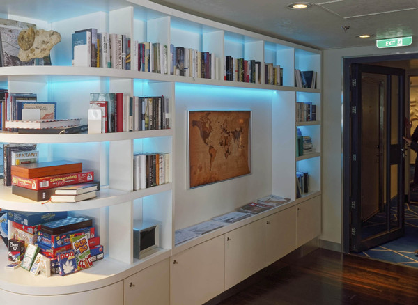 FELIX-JUD-Bibliothek auf der HANSEATIC nature