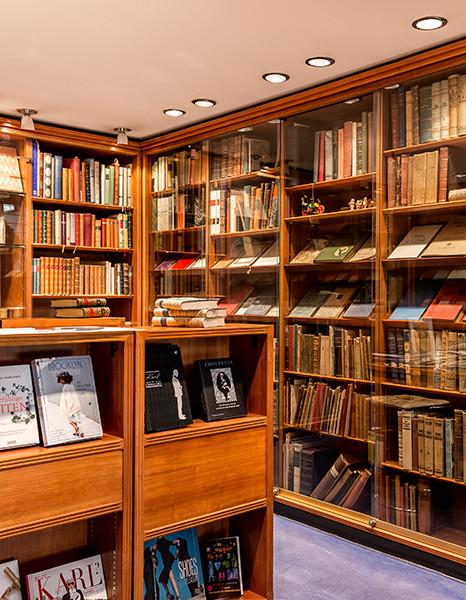 In der Buchhandlung am Neuen Wall werden Bibliotheken kuratiert und Probe gestellt