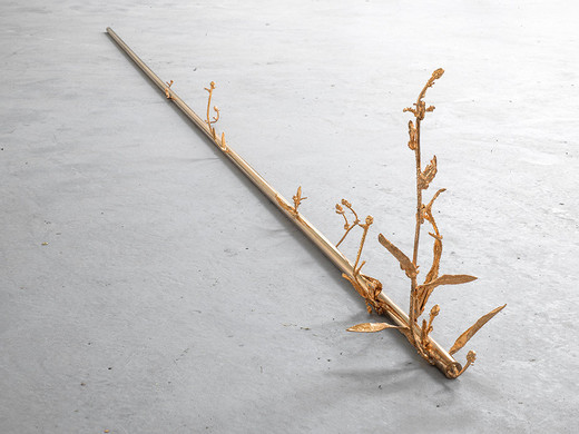 Alicja Kwade, Transmutation, copper, weeds, galvanized with copper plating, iron wire, 2014, 1.6 x 280.01 x 10.01 cm, unique