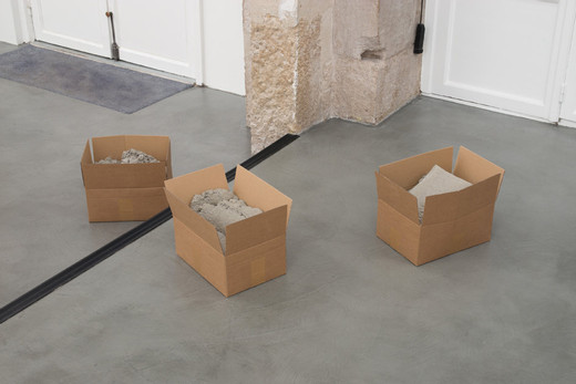 Christoph Weber, Cartons pierres, 3 cardboard boxes, concrete, 2016, each box 30 x 40 x 25,5 cm approx., unique