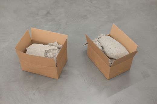 Christoph Weber, Cartons pierres, 2 cardboard boxes, concrete, 2016, each box 30 x 40 x 25,5 cm approx., unique