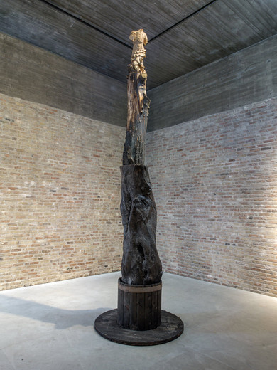 "<span class=""artists work-caption"">Kris Martin</span><span class=""title work-caption"">Angel</span><span class=""technique work-caption"">wood</span><span class=""year work-caption"">2016</span><span class=""dimensions work-caption"">h = 478,  Ø 140 cm</span>"