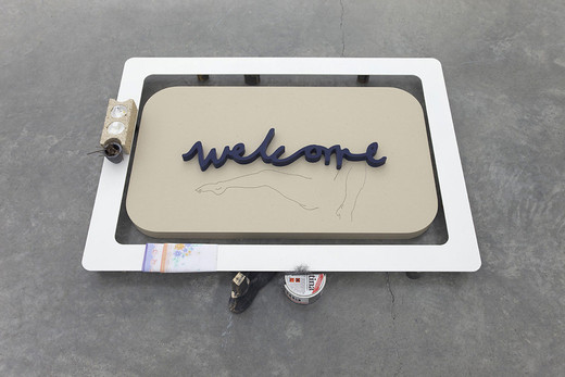 Helen Marten, Welcome welcome welcome (everything but the waist: Pat), Corianguss und Einlegearbeite aus Corian,  Stahlrahmen, Mixed Media, 2013, 107 x 73 x 12 cm
