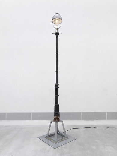 Tue Greenfort, Naturkultur 1, Berlin gas lantern (LED) Typ Rodan, metal base, cable, 2012, hight latern with base and lamp: 497 cm base: 100 x 100 cm x 1 cm lamp: ø 42,5 cm