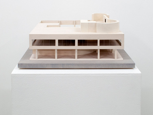 Stephanie Syjuco, Ornament and Crime (Villa Savoye), Holz, plexiglass und Graphit, 2013, 12,7 x 35,5 x 35,5 cm