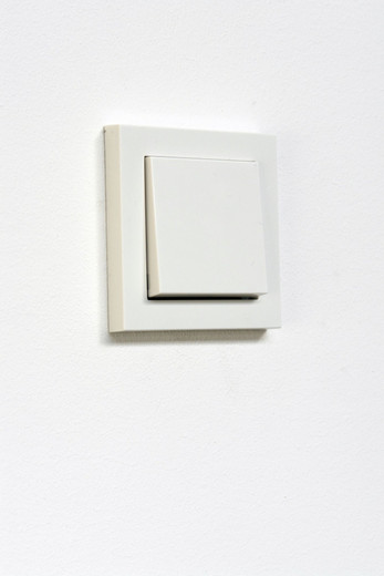 Mandla Reuter, Time Has Ceased Space Has Vanished, light switch, time switch, complete ligtsystem of the gallery, 2007, 1/5