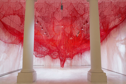 Chiharu Shiota, Me Somwhere Else, 2019, Installation: red wool, rope, plaster Royal Museum of Fine Arts of Belgium, Brussels, Belgium Photo by Lotte Hendrickx © VG Bild-Kunst, Bonn, 2020 and the artist, 2019
