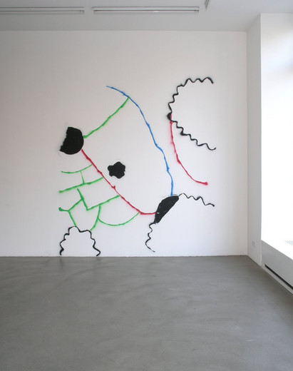 Nora Schultz, Not yet thought of, sprayed wallpainting,photograph, 2005, 1/3
