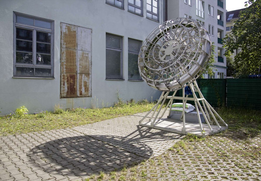 Andreas Zybach, Rotating Space, steel, elektronic drive, seeds, earth, 2004 - 2009, 215 x 165 x 315 cm, unique