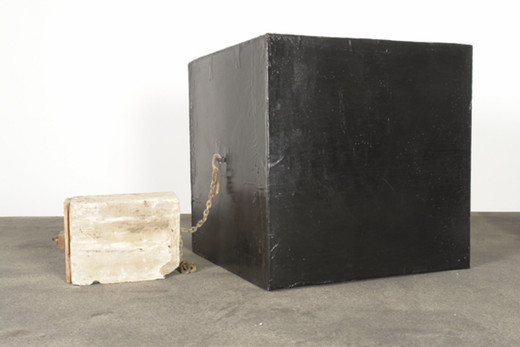 Michael Sailstorfer, Studie U9, chain, concrete, polyester resin, fibreglass, cardboard, 2006, 100 x 150 x 100 cm dimensions variable, unique