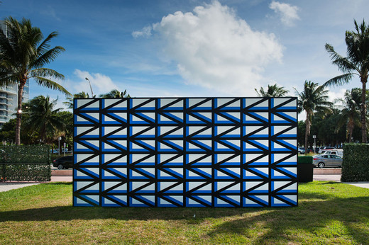 Claudia Comte, 128 triangles and their demonstration, acrylic on wall, 2016, 300 x 600 x 15 cm, unique