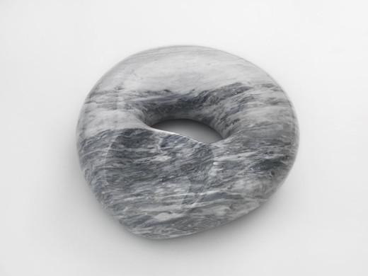 Claudia Comte, Marble Squeezed Tubes 8, Bardiglio marble, polished, vein cut, car lacquered plinth, 2016, 16 x 45 x 42 cm
