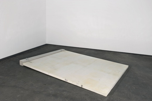 Michael Sailstorfer, Studie U Wand (3), styrofoam, concrete, belts, fibreglass, epoxy resin, 2008, 200 x 250 x 12 cm