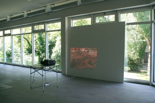 Michael Sailstorfer, Pulheim Gräbt (Diaprojektion), slide projection, table, 2009, dimensions variable, 3/3 + 2 AP