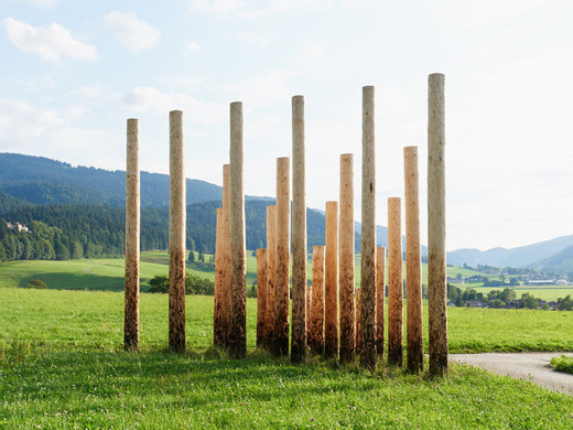 Claudia Comte, 21 Trunks Form a Triangle, Môtiers Arts en plein air, Epicea, blow torch, 2015