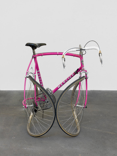 Alicja Kwade, Reise ohne Ankunft (Mercier), bent bike, 2016, unique