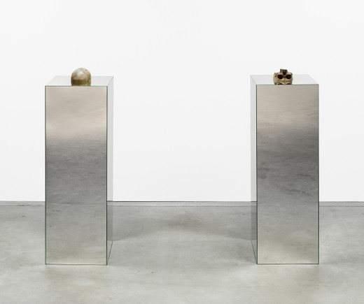 Kris Martin, Narziss & Goldmund, skull, mirror plinth, 2 parts, 2016, each 135 x 40 x 40 cm; 53 x 16 x 16 in, unique