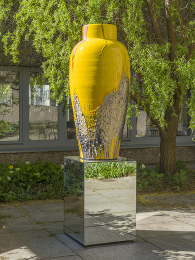 Anselm Reyle, Orpheus Emerged, glaced ceramic, mirror plinth, 2017, 170 cm, diameter: 74 cm, unique