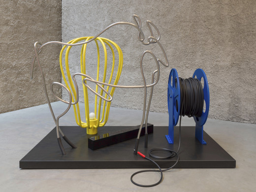 Kathryn  Andrews, Picasso Trace Buzzer, Plexiglas, paint, stone, rubber, LED light, electric horn, 2019, Courtesy the artist, KÖNIG GALERIE Berlin / London, David Kordansky Gallery, Los Angeles, unique