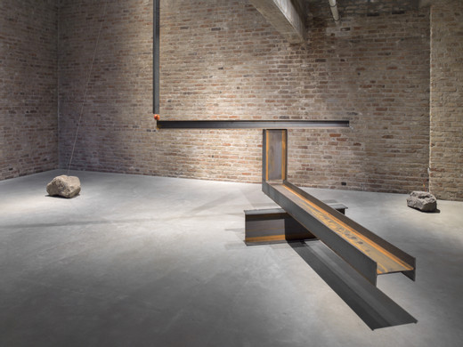 Jose  Dávila, Newton's Fault, metal metal beams, boulder, flagstone, stainless steel wire and synthetic apple, 2017, 400 x 620 x 600 cm, unique
