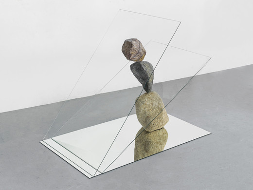 Alicja Kwade, Hemmungsloser Widerstand, found stones, glass, mirror , 2018, 101 x 73 x 127 cm, unique