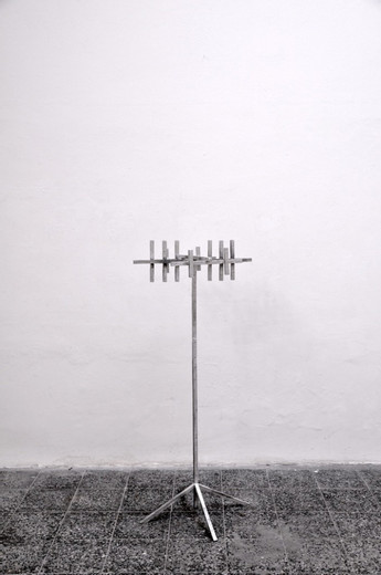 "<span class=""artists work-caption"">Michael Sailstorfer</span><span class=""title work-caption"">Antenne (Kleiderständer) 19</span><span class=""technique work-caption"">aluminium casted iron</span><span class=""year work-caption"">2011</span><span class=""dimensions work-caption"">156 x 69 x 65 cm</span><span class=""edition work-caption"">Series of 13 (unique character)</span>"