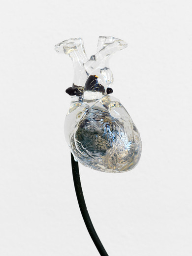 Mariechen Danz, Heart (nesting fossil), stone in polyester resin, thermochromic pigment, steel, 2016