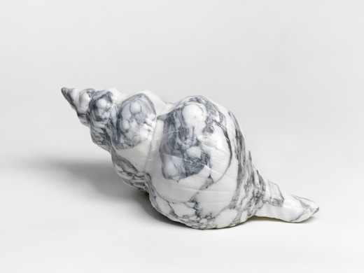 Claudia Comte, The Shell (Fasciolaria Tulipia), sculpture: Arabescato marble; plinth: spruce, 2018, ca. 18 x 59 x 24 cm, unique