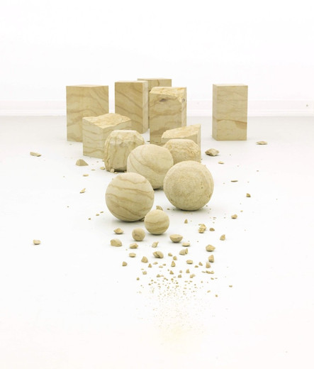 Alicja Kwade, Die Menge des Moments, sandstone, 2015, dimensions variable, unique