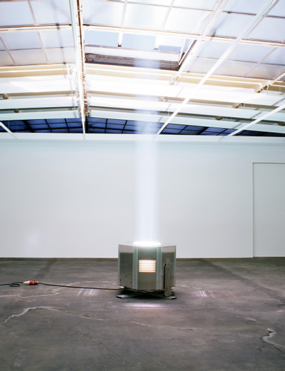 Michael Sailstorfer, Unendliche Säule, skybeamer, electric current, 2006, 85 x 100 cm