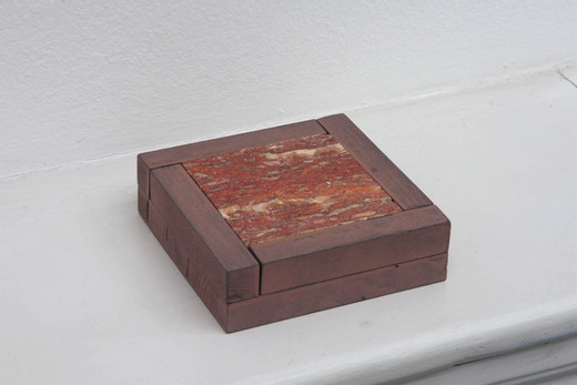 , Aschenbecher, wood,stain, acrylic paint, red travertin, 2005, 3.7 x 12.6 x 12.8 cm