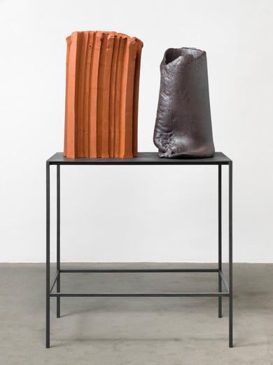 David Zink Yi, Untitled, ceramic, 2 parts, metal, 2019, sculpture: 80 x 51 x 31 cm sculpture: 70 x 37 x 45 cm table: 110 x 110 x 55 cm , unique