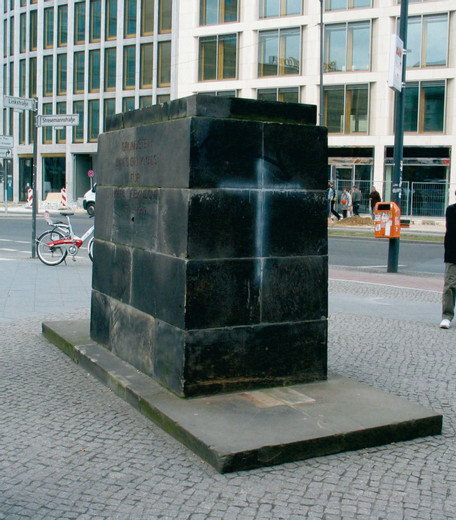 Natascha Sadr Haghighian, soundfile für sockel/ sound file for pedestal, i-pod,  sound file, 2006, Edition of 10