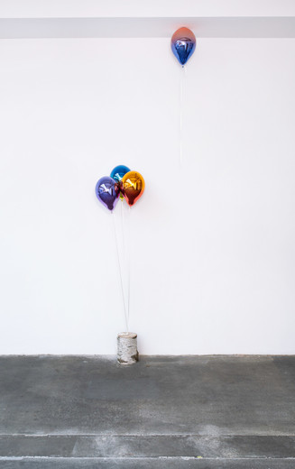 Jeppe Hein, Thoughts … #07, glass fiber reinforced plastic, chrome lacquer (dark violet and medium purple, medium blue and medium yellow, medium orange and medium red, light red and medium blue), magnet, strings, birch trunk, 2019, 4 Balloons, each 40 x 26 x 26 cm; 15 3/4 x 10 1/4 x 10 1/4 in, unique