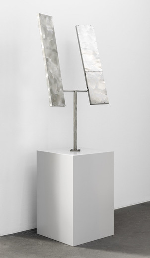 George Rickey, Two Rectangles biased up, stainless steel, 1974, 220 x 55 x 85 cm, 1/3