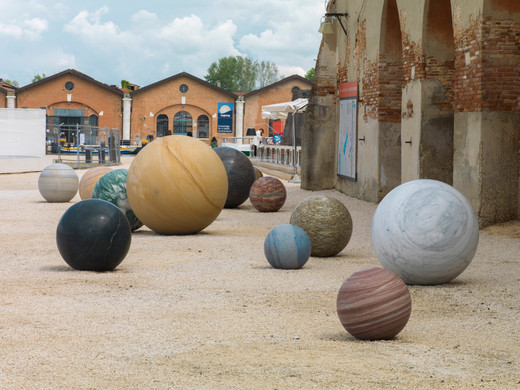 Alicja Kwade, Pars pro Toto, outdoor sculpture, 13 globes perfectly round, 2017, The sizes range from Ø 60 cm up to Ø 165 cm, unique
