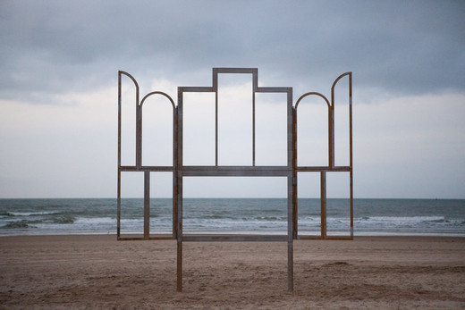 Kris Martin, Altar, steel raw, 2014, 529 x 527 x 200 cm, 1/5 + 2 AP + 1 exhibition copy