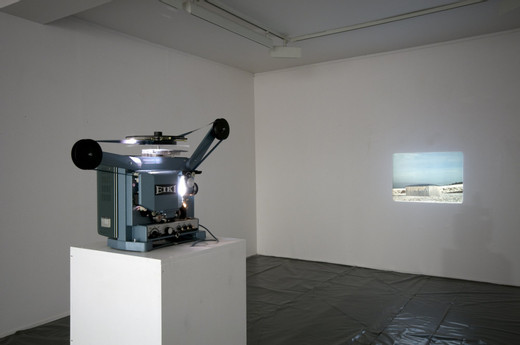 Michael Sailstorfer, Ohne Titel (Lohma), 16 mm film with  magnet sound, loop machine, 2008, dimensions variable, 1/3 + 2 AP