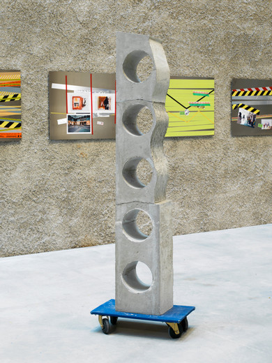 Isa Genzken, Untitled, Beton, Möbelhund, 2017, unique