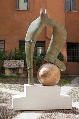 13.Camille Henrot, Dropping-the-Ball.-Bronze,-wood,-plaster,-2016