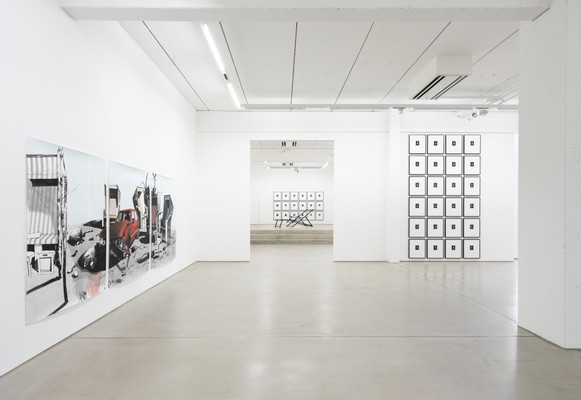 Installation view of IM OSTEN NICHTS NEUES – Andreas Mühe & Sebastian Nebe, G2 Kunsthalle Leipzig, 13 October 2018 – 20 January 2019, photo: Dotgain.info © the artists & G2 Kunsthalle Leipzig
