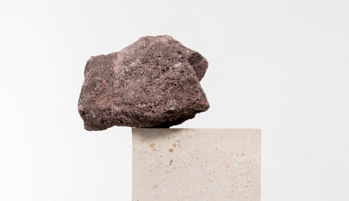 Jose Dávila, Untitled, 2019, concrete and stone, 191,7 x 83,2 x 78 cm (detail)
