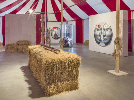 Kathryn Andrews, Circus Empire, 2019, installation view, Photo by Roman März, Courtesy the artist, KÖNIG GALERIE Berlin / London, David Kordansky Gallery, Los Angeles