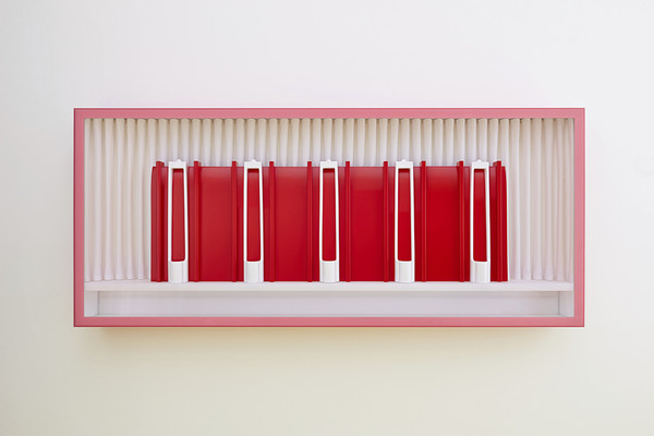 Saal 1, 2013, Plastic, fabric, wood, lacquer, 120 x 280 x 24 cm, photo: Achim Kukulies