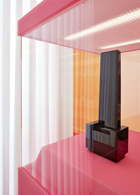 Kino 1, 2013 (detail), Plastic, wood, lacquer, light wall, 200 x 200 x 95 cm, photo: Achim Kukulies