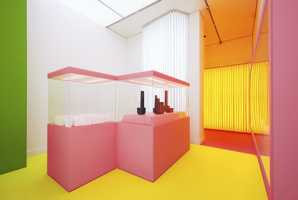 exhibition view Sammlungsräume, The Metropolitan Museum of Art (left), 2013, plastic, wood, lacquer, light panels, 200 x 95 x 95 cm Kino 1 (right), 2013, plastic, wood, lacquer, light panels, 200 x 200 x 95 cm, photo: Achim Kukulies